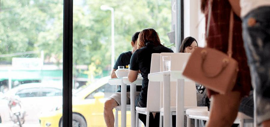 她把第一家餐厅开在了清迈大学边上,想要做不一样的融合菜